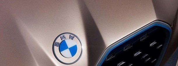 BMW сменила логотип от 1997 года