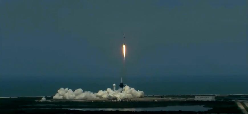 Первый в мире коммерческий пилотируемый корабль направился к МКС
