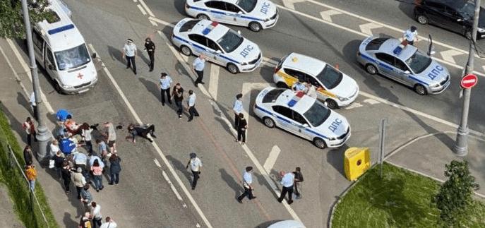 Прохожий ранил двоих сотрудников ДПС в Москве