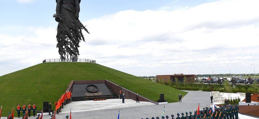 Под Ржевом открыт монумент Советскому солдату в память о Ржевской битве