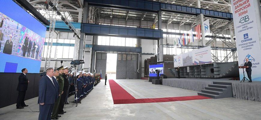 Владимир Путин прибыл в Крым, в Керчи президент принял участие в закладке кораблей ВМФ
