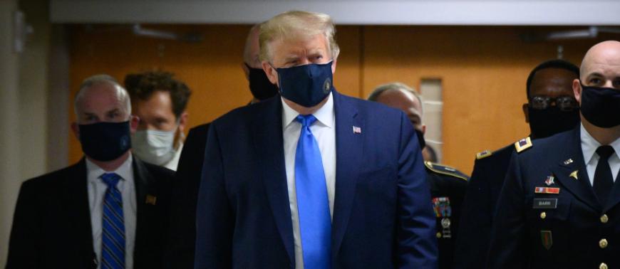 Состоялось: Трамп впервые надел маску на публике