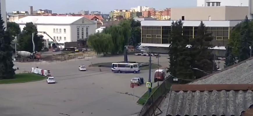 Ситуация в Луцке остаётся крайне тяжёлой, у автобуса с заложниками прогремели взрывы