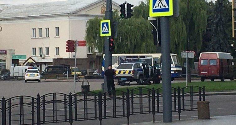 В Луцке захвачены заложники, преступник требует от властей признать, что они террористы