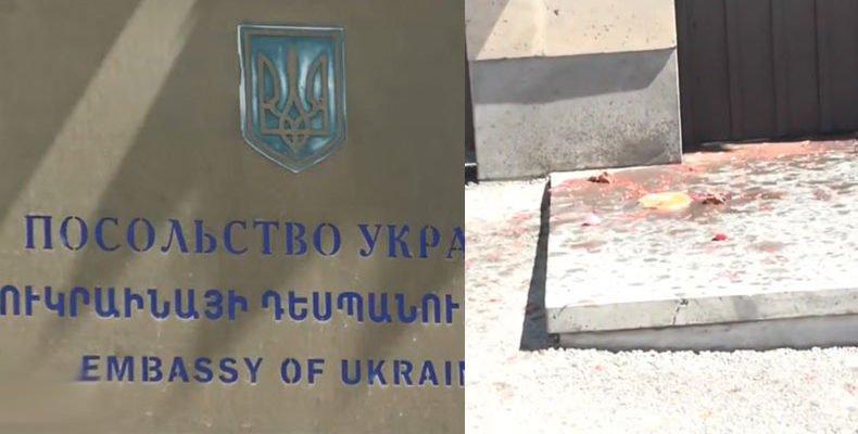 Протестующие облили борщом посольство Украины в Армении