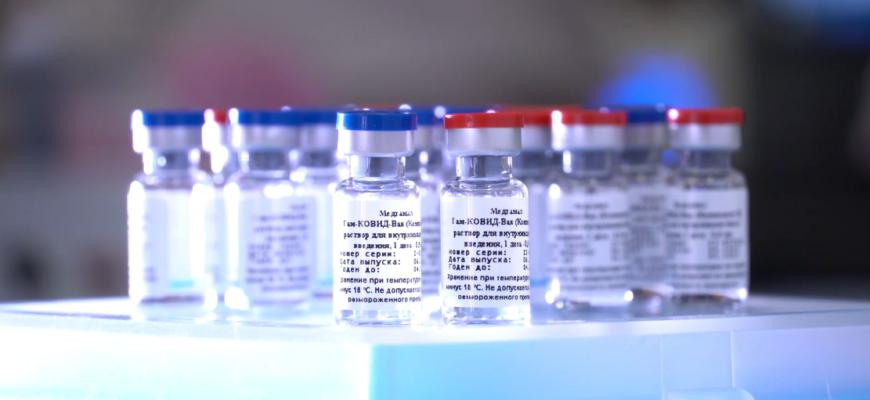 Первая партия первой в мире вакцины от коронавируса попала на видео